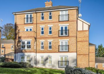 Thumbnail 3 bed flat for sale in Boxmoor, Hertfordshire
