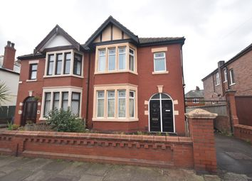2 bed flat to rent in Woodstock Gardens, Blackpool, Lancashire FY4