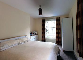 Thumbnail 2 bed flat to rent in Crewdson Road, Clapham Road, Oval