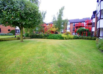 Thumbnail 4 bed flat to rent in Waterman Place, Reading, Berkshire