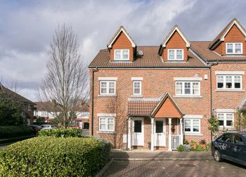 3 bed property for sale in Fawcett Close, London SW16