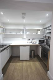Thumbnail 1 bed flat to rent in Newland, Centre Of Lincoln, Lincoln