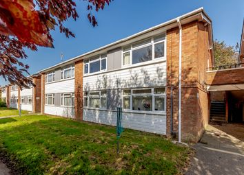 The Green, Upper Lodge Way, Coulsdon CR5. 2 bed flat