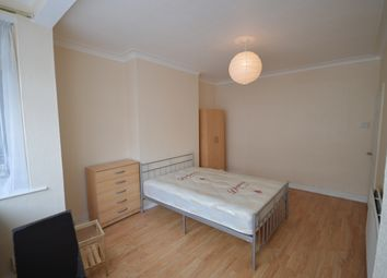 Thumbnail Room to rent in Roseberry Avenue, London