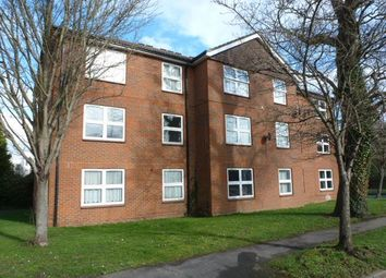 Thumbnail 2 bed flat to rent in Broadwater Crescent, Welwyn Garden City