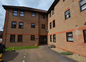 2 bed flat to rent in Hanbury Gardens, Highwoods, Colchester CO4