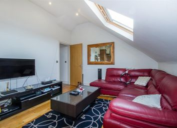 2 bed flat to rent in Garratt Lane, London SW18
