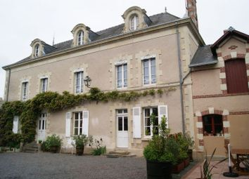 Thumbnail Hotel/guest house for sale in Nueil-Sur-Layon, Maine-Et-Loire, 49560, France