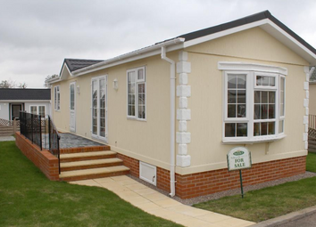 Thumbnail 2 bed mobile/park home for sale in Country Choice Caravan Park, Stratford Bridge, Ripple, Tewkesbury