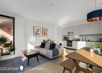 Lower Clapton Road, London E5. 2 bed flat for sale