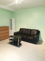 2 bed flat to rent in Fitzstephen Road, Dagenham RM8