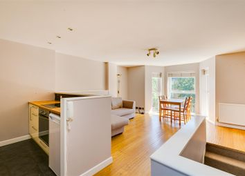 Chiswick High Road, Chiswick, London W4. 1 bed flat