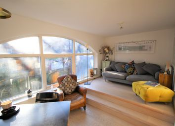 Thumbnail 2 bed town house to rent in Shacklewell Street, Shoreditch