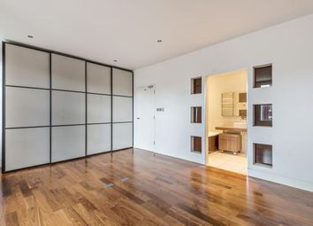 4 bed terraced house to rent in Birkbeck Road, Mill Hill NW7
