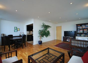 2 bed flat to rent in Boardwalk Place, London E14