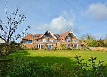 Thumbnail 3 bed flat for sale in Penn Road, Knotty Green, Beaconsfield