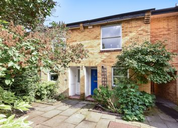 3 bed property for sale in Holm Oak Close, London SW15