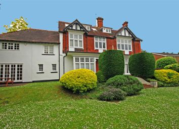 Thumbnail 2 bed property to rent in Ray Park Avenue, Maidenhead