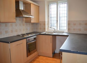 2 bed flat to rent in Huddersfield Road, Liversedge WF15