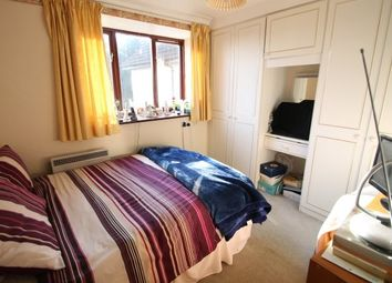 Thumbnail 2 bed flat to rent in 16 Magpie Hall Lane, Bromley