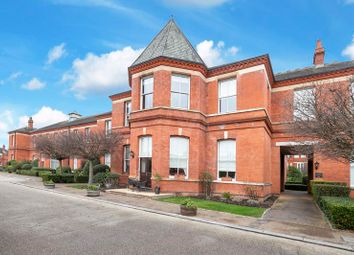 2 bed flat for sale in Richmond Drive, Woodford Green IG8