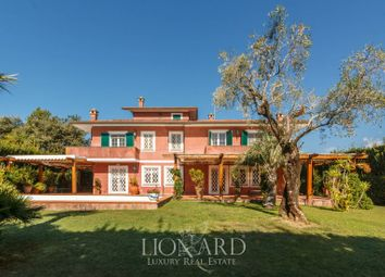 Thumbnail 6 bed villa for sale in Forte Dei Marmi, Lucca, Toscana