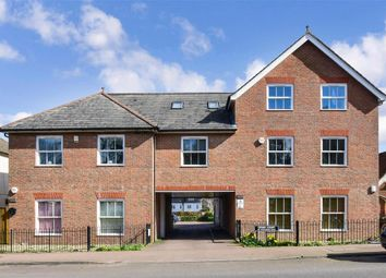 2 bed flat for sale in Coulsdon Road, Caterham, Surrey CR3