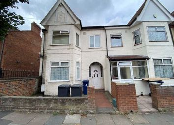 Saxon Road, Southall, Middlesex UB1. 2 bed flat