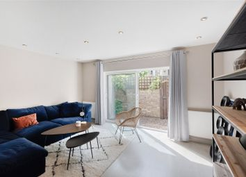 Thumbnail 2 bedroom detached house to rent in Earls Walk, London