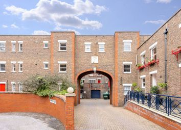 Heralds Place, Kennington, London SE11. 3 bed property