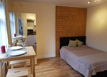 Thumbnail Studio to rent in Biddestone Road, London