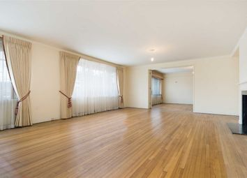 Thumbnail 5 bed flat for sale in Avenue Close, London