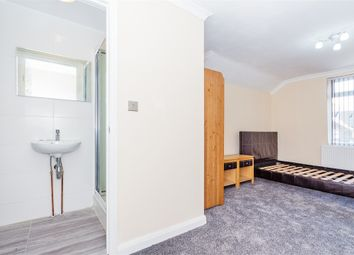 Thumbnail Room to rent in Martin Road, Slough, Berkshire