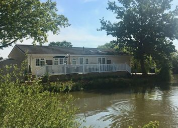 Thumbnail 2 bedroom mobile/park home for sale in Lake View Caravan Site, Crouch Lane, Winkfield, Windsor