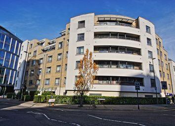 2 bed flat to rent in Stanley Road, Woking GU21