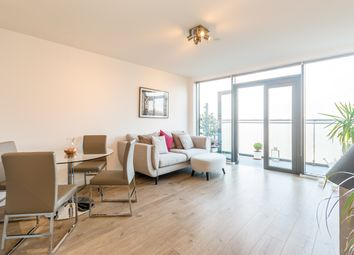 Thumbnail 2 bed flat for sale in Beechwood Road, London