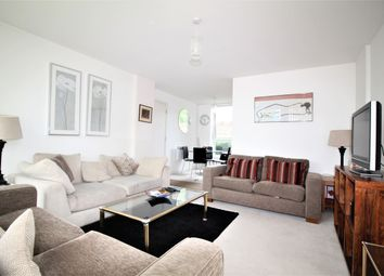 Thumbnail 2 bed flat to rent in North Side, London