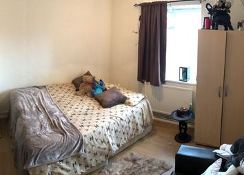 Thumbnail 3 bedroom flat to rent in Wesbeech Road, Woodgreen