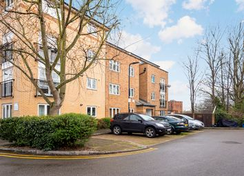 Thumbnail Flat for sale in Buxhall Crescent, Hackney