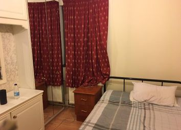 Thumbnail Room to rent in Rosebery Avenue, London