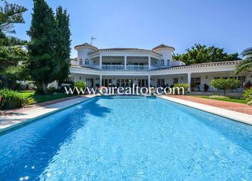Thumbnail 4 bed property for sale in Marbella, Marbella, Spain