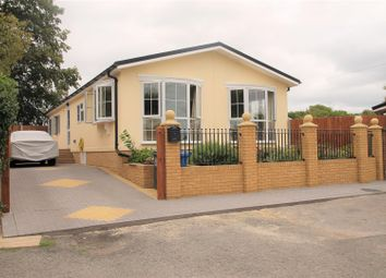 Thumbnail 3 bed mobile/park home for sale in Brownfield Gardens, Maidenhead