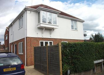 Thumbnail 2 bed flat to rent in Wellington Road, St.Albans