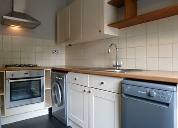 Thumbnail 1 bed flat to rent in Hammersmith Grove, Hammersmith/Shepherds Bush