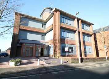 2 bed flat to rent in Cantelupe Mews, Cantelupe Road, East Grinstead RH19