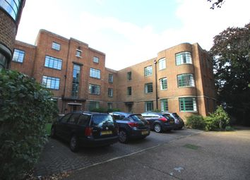 Hook Road, Surbiton KT6. 3 bed flat