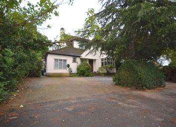 Meadow Way, Rickmansworth, Hertfordshire WD3. 3 bed detached house