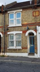 Thumbnail 1 bed flat to rent in Magpie Hall Road, Chatham