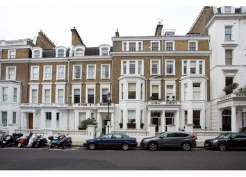 Thumbnail 1 bed flat to rent in Bina Gardens, Earls Court, London