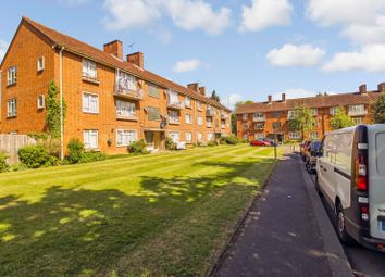 Milman Close, Pinner HA5. 2 bed flat